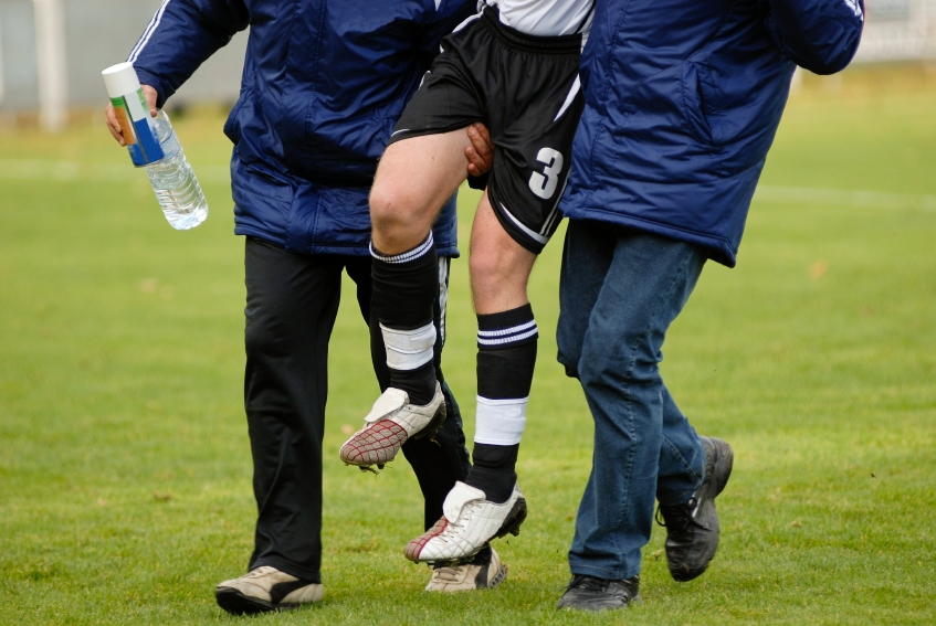 sport injuries Most sports injuries can be treated effectively, and most people who suffer sports injuries can return to a satisfying level of physical activity.